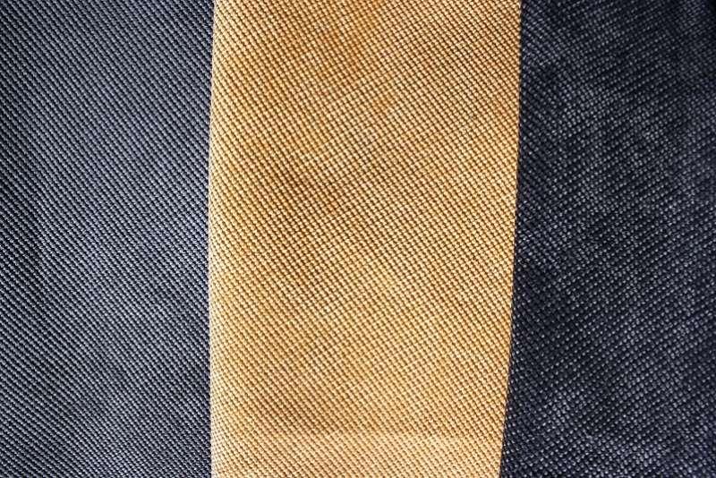 Из какого материала изготавливается сумка? Натуральные материалы.